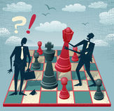 Abstrakte Geschäftsleute spielen ein Spiel des Schachs Stockfotografie