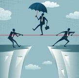 Abstrakte Geschäftsmänner, die zusammen auf eine Klippe ziehen. Lizenzfreie Stockbilder