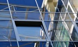 Abstrakte Glasoberfläche, Architekturdetail, Fenster Stockfotografie