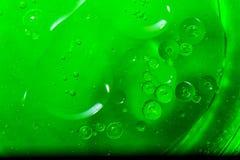 Abstrakte grüne Blasen des Wassers Stockfotos