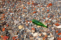 Abstrakte Grey Red Stones And Green-Flasche Lizenzfreies Stockfoto
