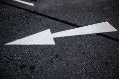 Abstrakte Hintergrundadreßstraße mit Pfeil und Symbolen Lizenzfreies Stockfoto