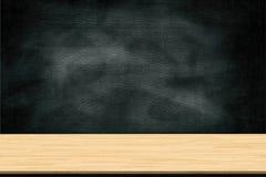 Abstrakte Holztischbeschaffenheit und -kreide, die heraus auf Tafel, denn gerieben werden, -graphik addieren Produkt, Bildungskon Lizenzfreie Stockbilder