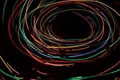Abstrakte Kreise Bunte Kreise gegen schwarze Hintergründe Kreise gemacht von den Lichtern Lizenzfreie Stockfotografie