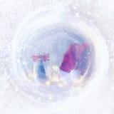 abstrakte Lichter mit Weihnachtsbaum im Weckglas und in Sankt-Hut Lizenzfreies Stockfoto