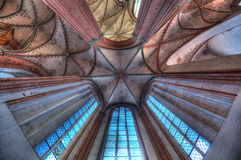 Abstrakte Musterdecke in der deutschen Kirche Stockfotografie