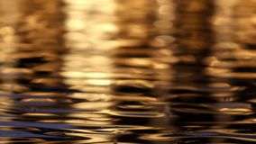 Abstrakte Reflexion auf Wasser stock footage