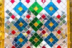 Abstrakte Retro- Mosaikbeschaffenheit gemacht von farbigen Spiegeln Stockfotos