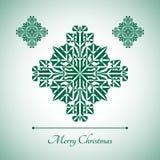 Abstrakte Schneeflocke mit Zeichen der frohen Weihnachten Stockbild