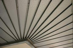 Abstrakte strukturierte Metallunterseite des Dachs von der historischen Betriebsstadt Florida Lizenzfreies Stockfoto