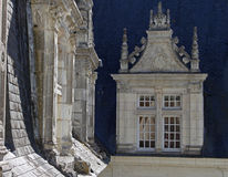Abstrakte Studie des Dachs und der Fenster Lizenzfreie Stockbilder