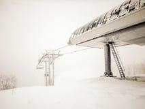 Abstrakte Szenen am Skiort während des Schneesturms Stockfoto