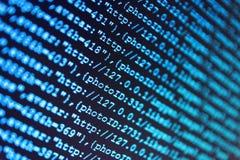Abstrakte Technologie des Programmiercodes Binäre Daten Digital bezüglich des Bildschirms IT-Fachmann-Arbeitsplatz lizenzfreie stockfotografie
