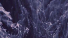 Abstrakte Tintenfarbe, die in Wasser flie?t stock video footage