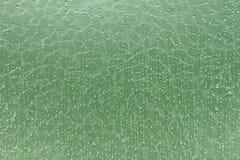 Abstrakte Tröpfchen auf defektem Glashintergrund Lizenzfreie Stockbilder