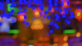 Abstrakte Unschärfestadteile oder Lichthintergrund bokeh Gelb des blauen Grüns des Nachtclubs purpurroter Stockfotos