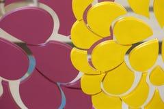 Abstrakte verschiedene Form der dekorativen rosa gelben Farbe des Designs Stockbild