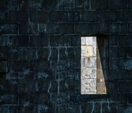 Abstrakte Wand mit Fenster Lizenzfreies Stockbild