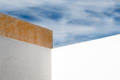 Abstrakte Wand und Himmel Lizenzfreies Stockbild