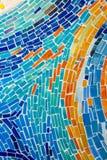Abstrakte Wand verziert von der bunten Fliesenbeschaffenheit. Stockfotografie