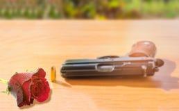 Abstrakte Weichzeichnung die bunte Rose mit verwischte das Gewehr und das b Lizenzfreie Stockfotografie