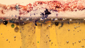 Abstrakte Zusammensetzung mit Mischung des Öls, des Wassers und der bunten Tinte Stockfotografie