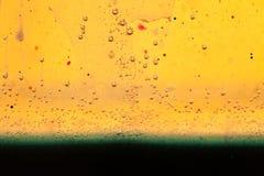 Abstrakte Zusammensetzung mit Mischung des Öls, des Wassers und der Tinte mit Blasen Stockbild