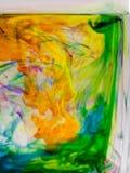 Abstrakte Zusammensetzung mit Tinte und kleinen Blasen Stockfoto