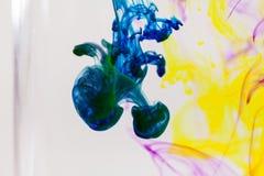 Abstrakte Zusammensetzung mit Tinte und kleinen Blasen Lizenzfreie Stockfotos