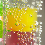 Abstrakte Zusammensetzung mit Unterwasserrohren mit Geleebällen und -blasen Lizenzfreies Stockbild