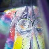 Abstrakte Zusammensetzung mit Unterwasserrohren mit Geleebällen und -blasen Lizenzfreie Stockfotos