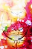 Abstrakter Aufbau mit Weingläsern lizenzfreie stockfotografie
