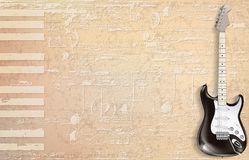 Abstrakter beige Grungeklavierhintergrund mit E-Gitarre Stockfoto