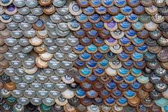 Abstrakter Bierflasche-Kappenhintergrund in fishscale Muster stockbilder