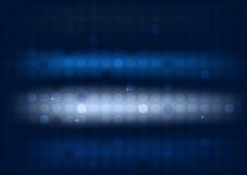 Abstrakter blauer Hintergrund mit Kreisen und breiten undeutlichen hellen Streifen Stockfotos