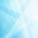 Abstrakter blauer Hintergrund mit weißen Dreieckformen und -unschärfe Stockbild