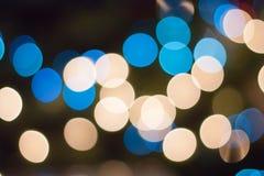 Abstrakter Bokeh-Hintergrund mit den blauen und gelben Kreisen des Lichtes Lizenzfreie Stockbilder