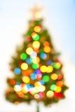 Abstrakter bokeh Weihnachtsbaumhintergrund. Stockfotografie