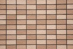 Abstrakter brauner Stein deckt Musterhintergrund mit Ziegeln Lizenzfreie Stockfotos