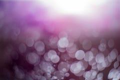 Abstrakter dunkler purpurroter bokeh Hintergrund Stockbild
