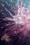 Abstrakter Feiertagshintergrund mit Feuerwerken Stockbilder