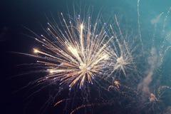 Abstrakter Feiertagshintergrund mit Feuerwerken Stockfotografie