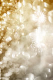 Abstrakter Feiertagshintergrund mit Feuerwerken Lizenzfreie Stockfotografie