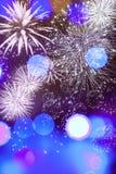 Abstrakter Feiertagshintergrund mit Feuerwerken und funkelnden Lichtern Stockbilder