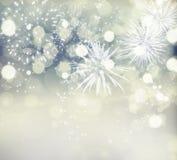 Abstrakter Feiertagshintergrund mit Feuerwerken und funkelnden Lichtern Stockbild