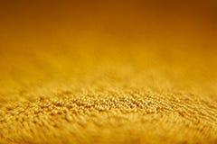 Abstrakter funkelnder Goldhintergrund mit Goldkugeln Stockbild