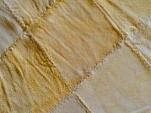 Abstrakter gelber weicher leathe Gämsen-Beschaffenheitshintergrund Lizenzfreies Stockfoto