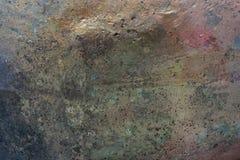 Abstrakter glänzender Hintergrund mit glatter Oberfläche der Wand mit schillernden Farben von empfindlichen grünen, grauen und ro Stockfoto