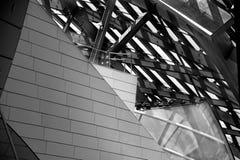 Abstrakter Glas- und Metallinnenraum stockbilder