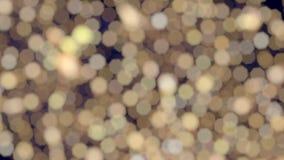 Abstrakter glitzernder warmer weißer bokeh Weihnachtslicht-Funkelnhintergrund stock video